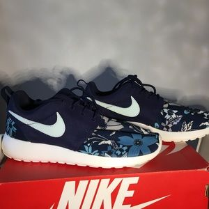 Nike roshe floral print workout shoe